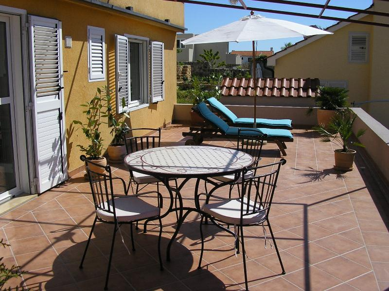 terrace with a private entrance - Apartments Novak Ciko, apt. Garden (2+1) - Hvar - rentals