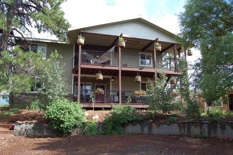 Your apartment is the top floor of this duplex - SAVE 20% May 19-22: 4b /4b Grand Canyon GetAway - Flagstaff - rentals