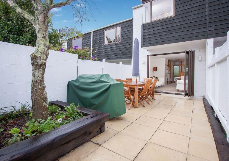 Cute townhouse in Ponsonby with sunny courtyard - Split level 1 bedroom townhouse apartment on edge of city in Ponsonby - Auckland - rentals