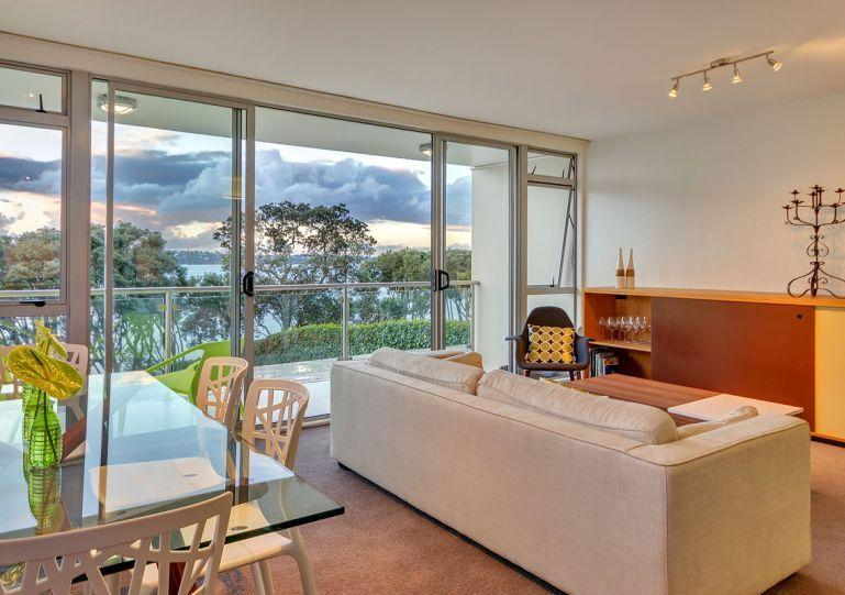 Sunny living area opens out onto the deck. - Herne Bay Auckland Waterfront Serviced 2 Bedroom Apartment Accomodation - Herne Bay - rentals