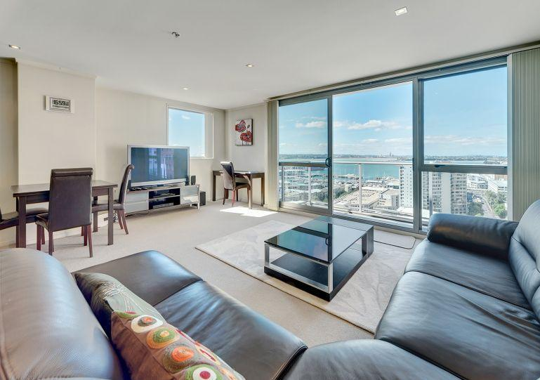 Stunning view from the living area - One Bedroom Spacious Apartment with Spectacular Views of Auckland Harbour - Auckland - rentals