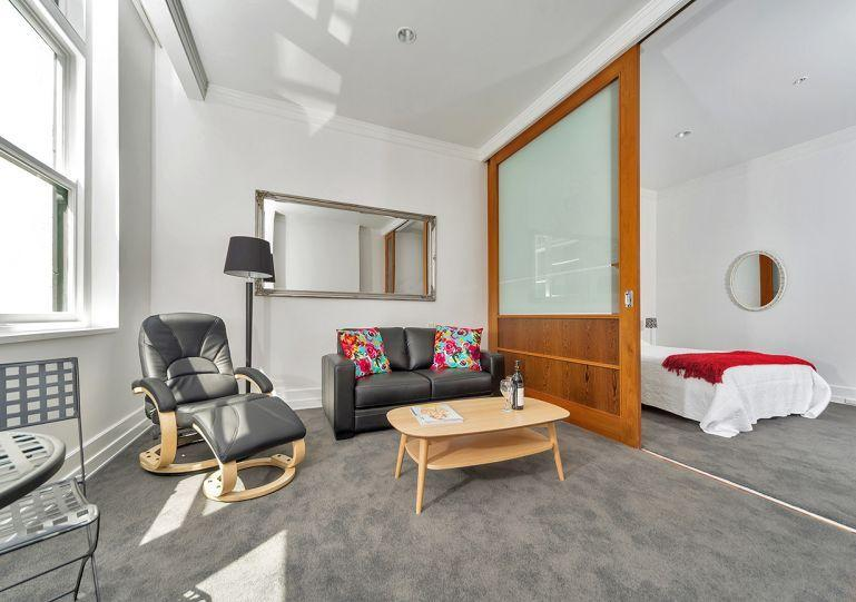 4th floor apartment which gets all the morning sun. - Spacious Studio in The Heritage Hotel, Auckland - Auckland - rentals