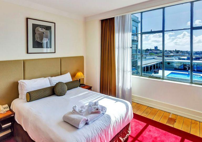 Sunny master bedroom. - Sunny Heritage Hotel Serviced Auckland CBD Apartment with Views of Swimming Pool with Parking - Auckland - rentals