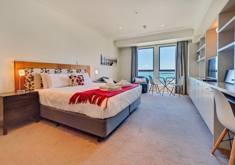 Sunny studio apartment with king bed - Studio Apartment with Views over Auckland in Heritage Towers, Carpark - Auckland - rentals