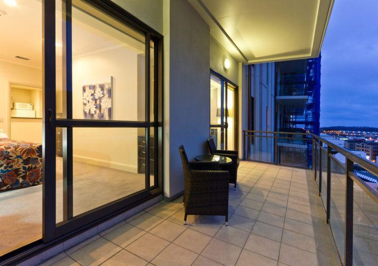 North facing balcony off the lounge and bedroom. - Heritage Towers Airconditioned Harbour View Serviced Apartment, Auckland with Parking. - Auckland - rentals