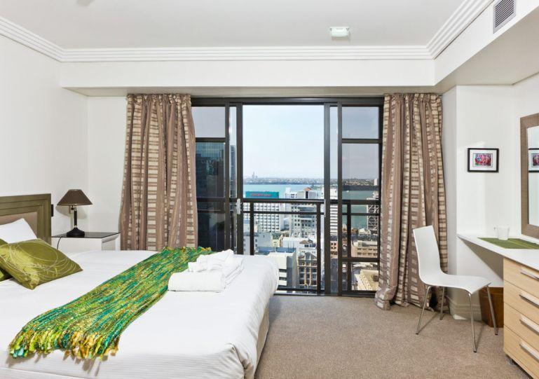 Sunny and spacious bedroom with superking bed - 1 Bedroom Serviced Apartment Hotel Acommodation in Metropolis Residences - Auckland - rentals
