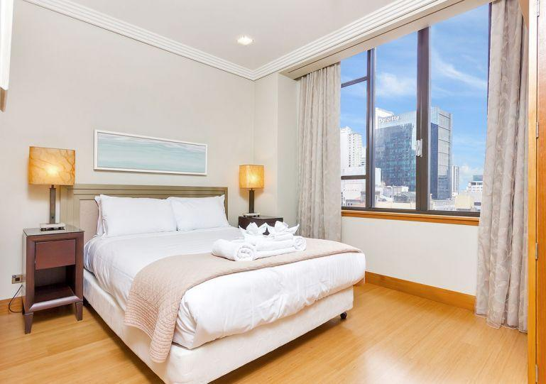 Sunny queen bedroom. - Large 2 Bedroom 2 Bathroom and Carpark Metropolis Serviced Apartment Accommodation Auckland - Auckland - rentals