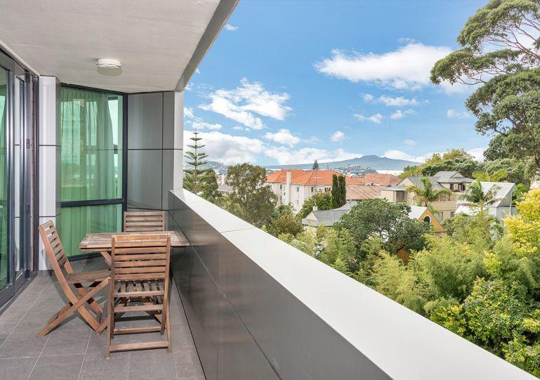 Sunny north facing balcony with a view over leafy valley out to the harbour. - Sunny Private Serviced Apartment Parnell Village, Auckland with Parking - Auckland - rentals
