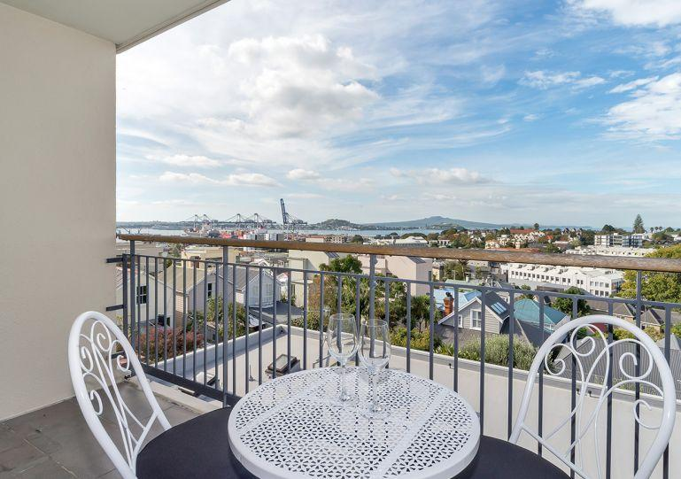 Top floor apartment with balcony, which has a wide view towards the harbour - 3 Bedroom, 2 Bathroom Family Apartment in Central Parnell, Auckland - Auckland - rentals