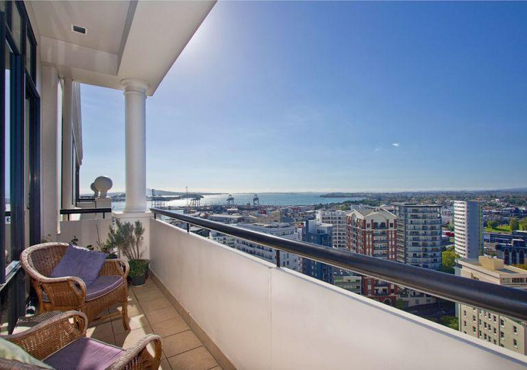 Stunning balcony views across the city out to Rangitoto Island. - Auckland City Serviced Penthouse Apartment Accommodation- Water and Sea Views - Albany - rentals