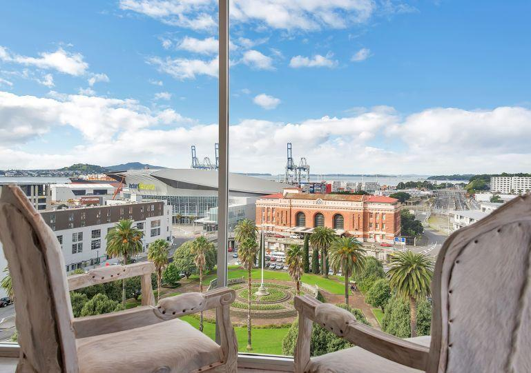 This apartment has a stunning view from the lounge - Contemporary Penthouse Apartment close to the Britomart Precinct, Auckland - Albany - rentals