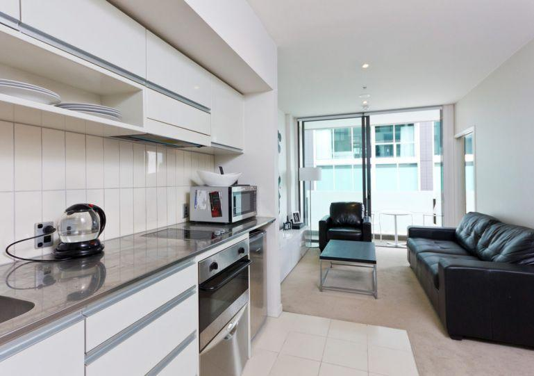 Full kitchen facilities - Ground Floor one bedroom apartment in Lighter Quay with balcony. - Auckland - rentals