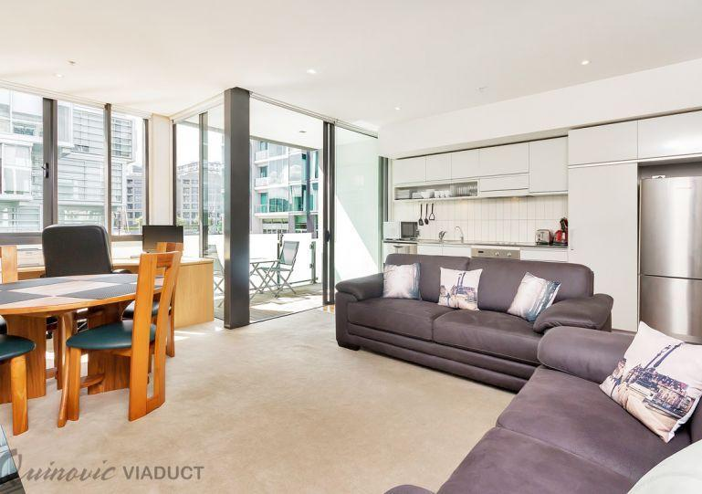 Bright, spacious living area. - 2 Bedroom Serviced Executive Apartment - Auckland - rentals