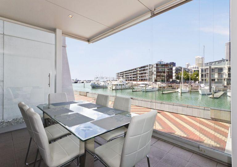 Modern design allows light to fill the apartment. - Fully Serviced Furnished Apartment in Auckland City - Auckland - rentals