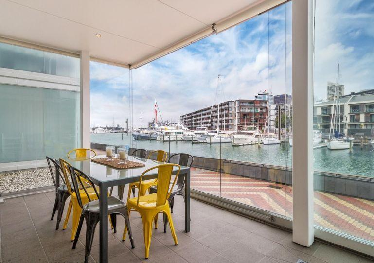 Conservatory catches both the morning and afternoon sun with views over the harbour. - Family Serviced Apartment Viaduct Harbour Auckland with Parking - Auckland - rentals