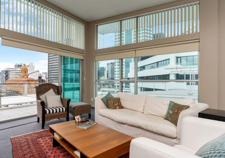 Large living area opens onto a full deck - Serviced Apartment Princes Wharf Eastern Side - Auckland - rentals