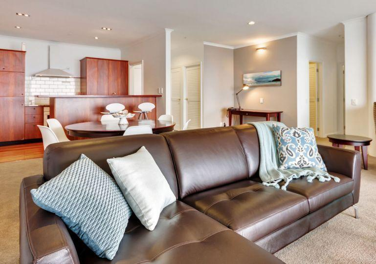 Tasteful modern furniture throughout the apartment. WiFi and My Sky TV are included. - Princes Wharf Waterfront Apartment Adjacent to Hilton Hotel, Auckland - Auckland - rentals