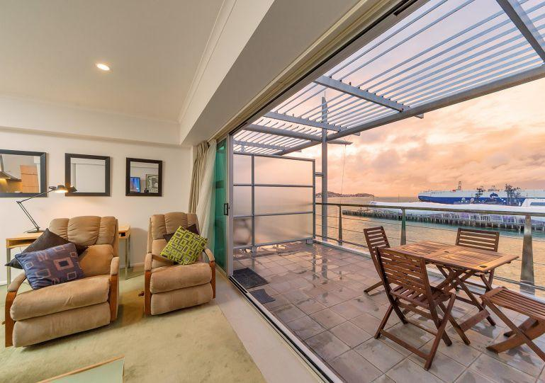 Stunning sunsets over the harbour - Princes Wharf Waterfront Serviced Apartment next to the Hilton Hotel. - Auckland - rentals