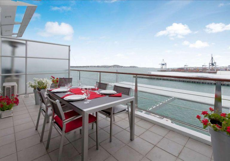 Sunny outdoor entertaining area with stunning harbour views. - Princes Wharf Shed 20 l Auckland Apartment - Auckland - rentals
