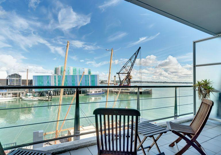 Catch the afternoon sun from the balcony - Spacious West Facing One Bedroom Waterfront on Princes Wharf, Auckland - Auckland - rentals