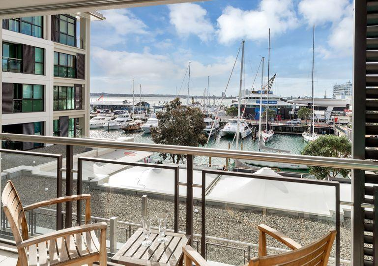 Covered sunny deck overlooking the marina. - The Quays Large Serviced Apartment,, Auckland Viaduct Harbour with Parking - Auckland - rentals