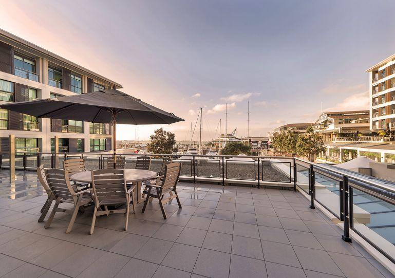 Expansive outdoor entertaining area - Two bedroom Luxury Auckland Apartment with Large Balcony Overlooking Marina Area of Viaduct Harbour - Auckland - rentals