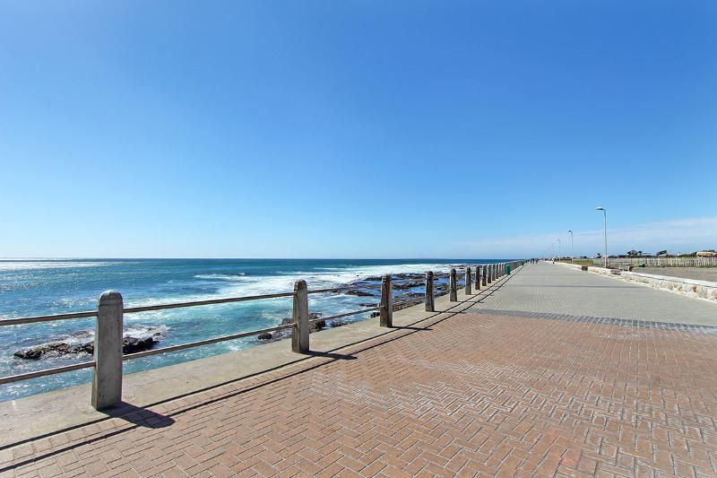 307 New Cumberland - Image 1 - Sea Point - rentals