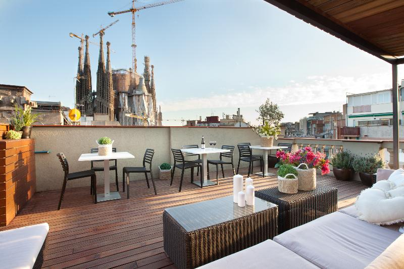 Communal Roof Top Terrace with Chill Out. Day Views to the Sagrada Familia! - Sagrada Familia. Unique views - Gaudi - Barcelona - rentals
