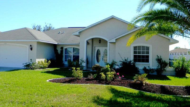 Front - House on a canal in established neighborhood - Cape Coral - rentals