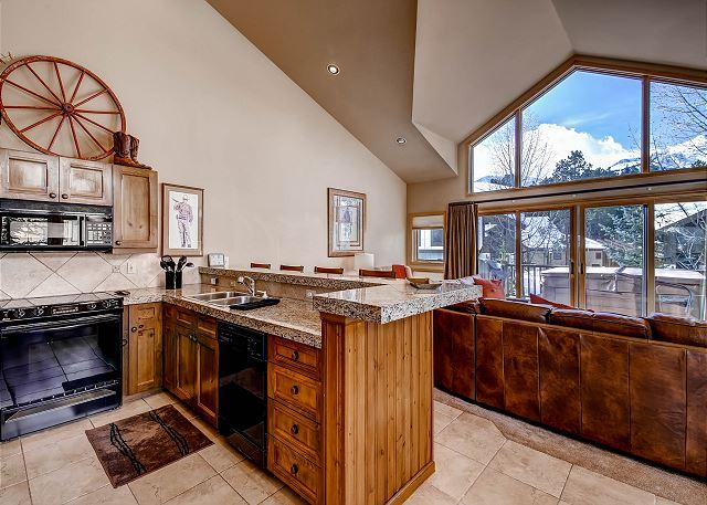 One Breck Place - Excellent In Town Location with Access to Heated Outdoor Swimming Pool! - Breckenridge - rentals