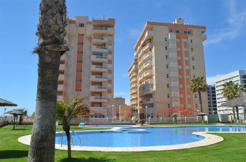 Sea and Marina Views - Communal Pool - Balcony - 4307 - Image 1 - La Manga del Mar Menor - rentals