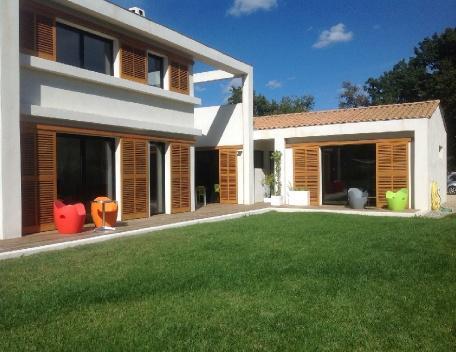 Holiday rental Villas Aix En Provence (Bouches-du-Rhône), 240 m², 3 400 € - Image 1 - Aix-en-Provence - rentals