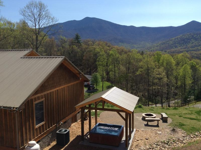 LOOK! AMAZING MOUNTAIN VIEW, HOT-TUB, FIRE-PIT 3/2 - Image 1 - Burnsville - rentals