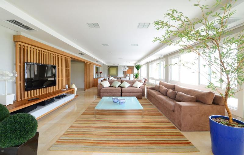 Marvelous 5 Suite Apartment in Jurerê Internacional - Image 1 - Florianopolis - rentals