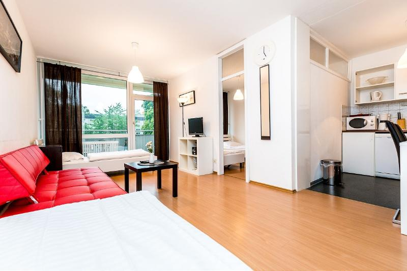 Bright apartment with balcony - 07 Holiday Apartment in Cologne Deutz near fair - Cologne - rentals