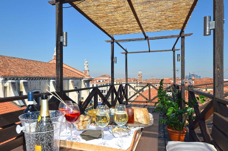 enjoy the stunning panoramic view from the shared roof-top terrace - Cà Pesaro Terrace - Venice - rentals