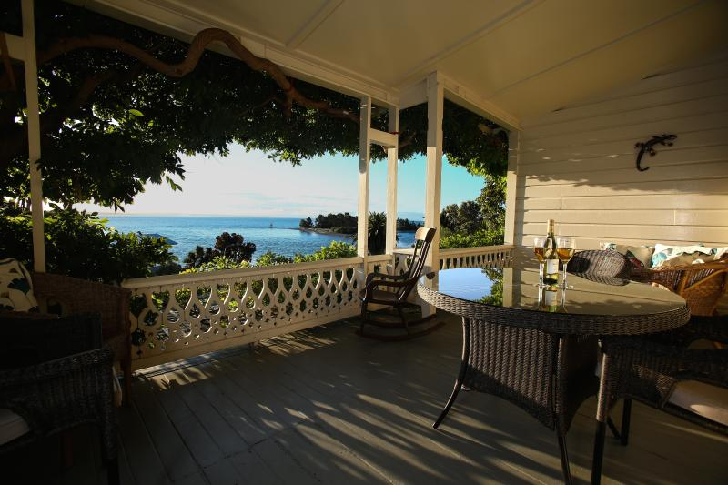 westwing veranda - The West Wing at VILLA 10  (Waterfront) - Nelson - rentals