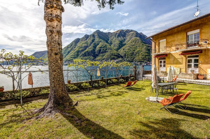 Lovely gardens in front of the villas with views of Lake Como from the beachfront and gardens. - SPECTACULAR WATERFRONT - Villa Miya - Lake Views - Como - rentals