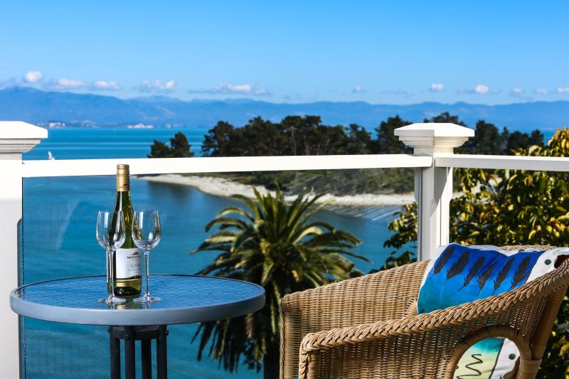 balcony - The LOFT at VILLA 10 (Waterfront) - Nelson - rentals