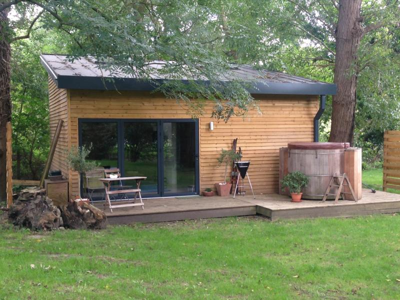 Secluded Lodge among the trees - The Lodge with hot tub - Maidstone - rentals