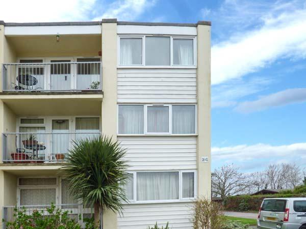 SEAGULLS, pet-friendly quality apartment, close beach, WiFi, Dawlish Warren Ref 923661 - Image 1 - Dawlish - rentals