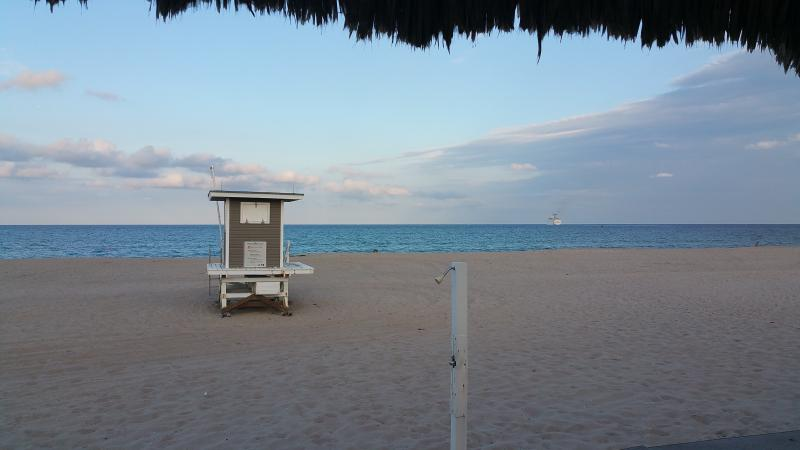 Steps from a beatuiful guarded beach on the southern end of Singer Island. - A Large 2 BR Townhome on Singer Island - Palm Beach Shores - rentals
