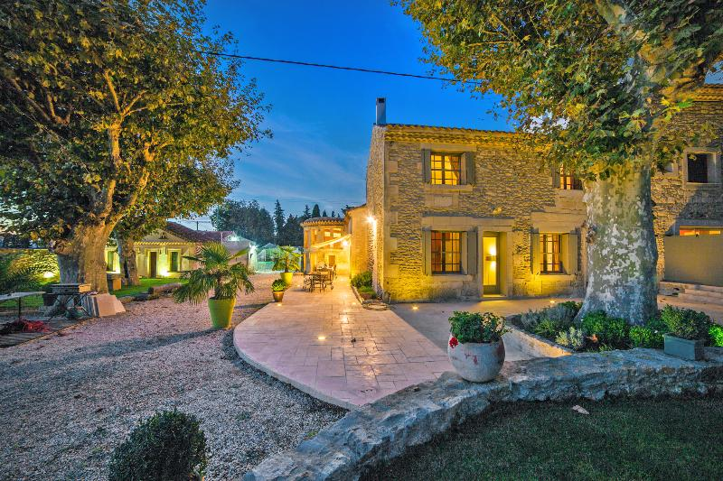 Mas Auralina, Amazing St Remy Rental Home with a Pool - Image 1 - Saint-Remy-de-Provence - rentals