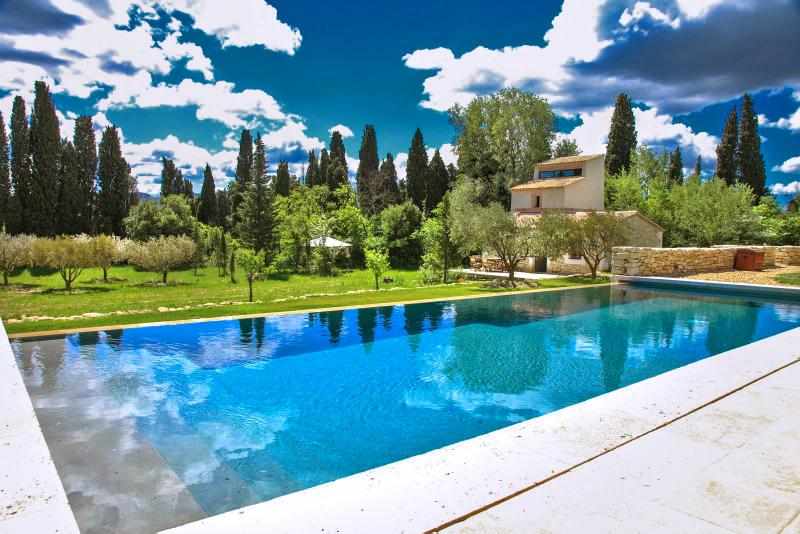 La Bergerie, Pet-Friendly St Remy Vacation Rental with a Pool - Image 1 - Saint-Remy-de-Provence - rentals