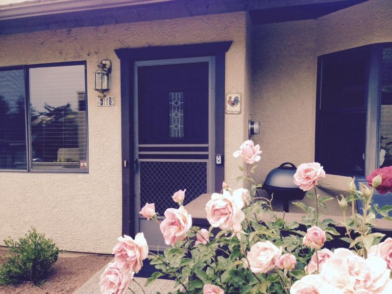 Enter the roost: year-round roses, front deck with bbq - A Comfortable Roost Among  Magnificent Red Rocks - Sedona - rentals