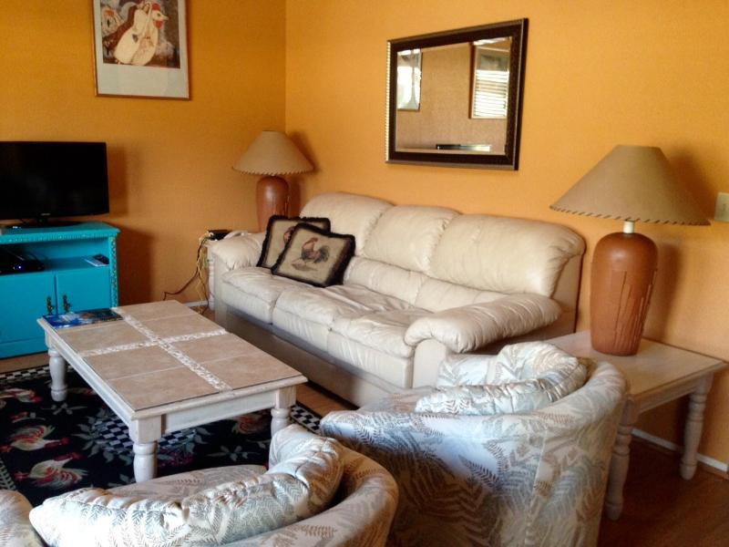 Comfy living room with smart tv, fast wifi - A Comfortable Roost Among  Magnificent Red Rocks - Sedona - rentals