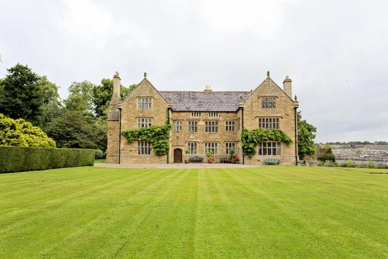 Jacobean Manor - Image 1 - Mold - rentals