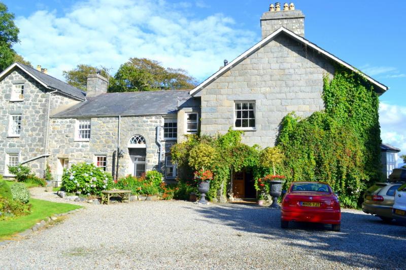 Gwynedd House - Image 1 - Criccieth - rentals