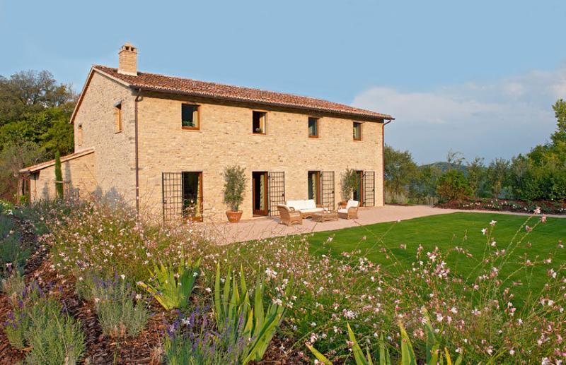 Villa Chimneys - Image 1 - Umbria - rentals