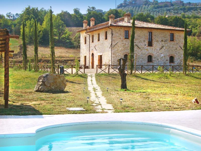Villa Fonte - Image 1 - Monte Castello di Vibio - rentals